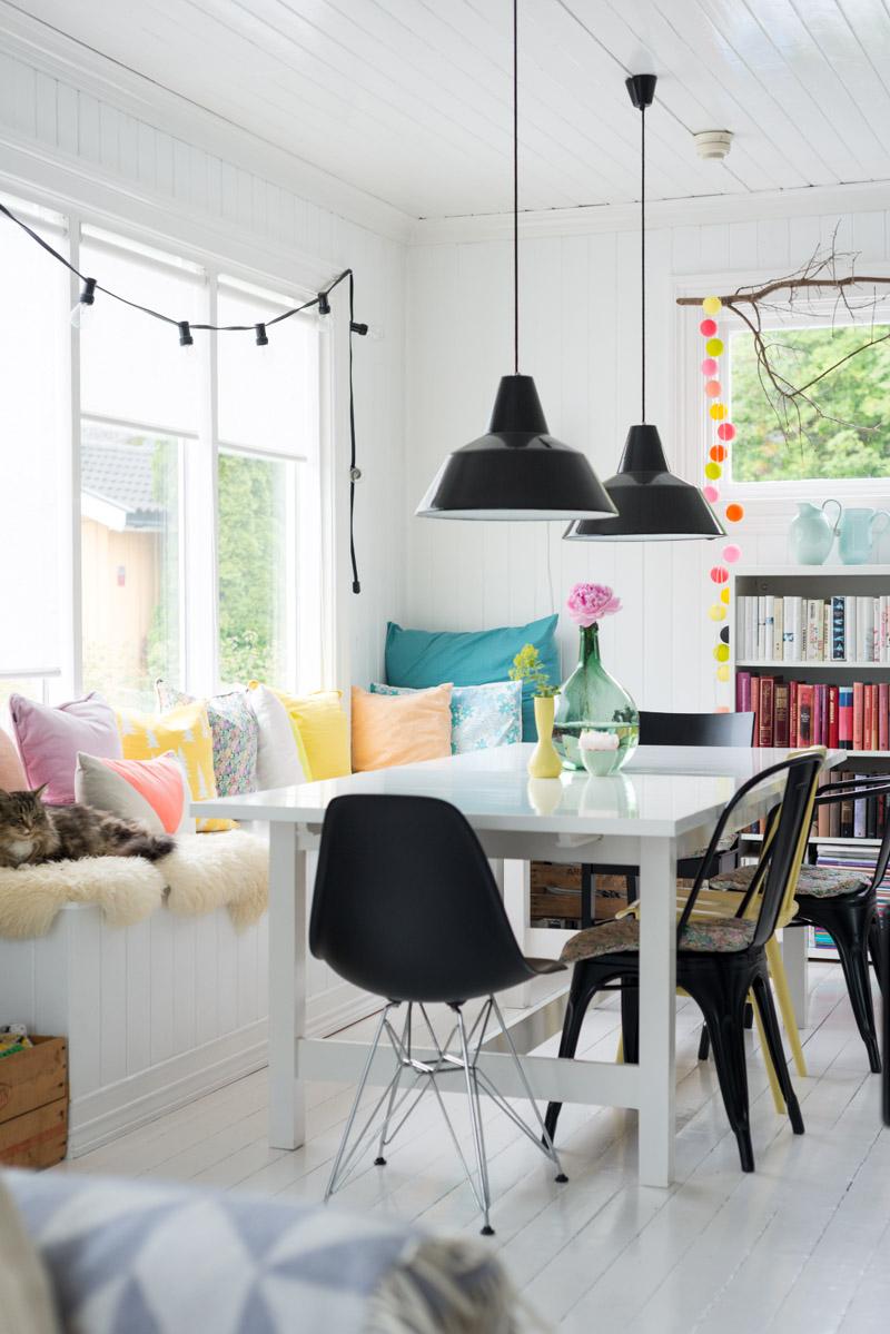 Trouvez l'inspiration avec la décoration d'été de ce joli salon ! Découvrez toutes les photos de cet adorable intérieur dans l'article.