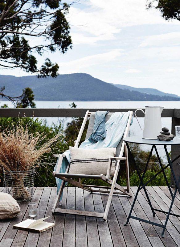 Une jolie inspiration pour cette terrasse en bord de mer. Retrouvez toutes les images de cette maison australienne dans l'article.