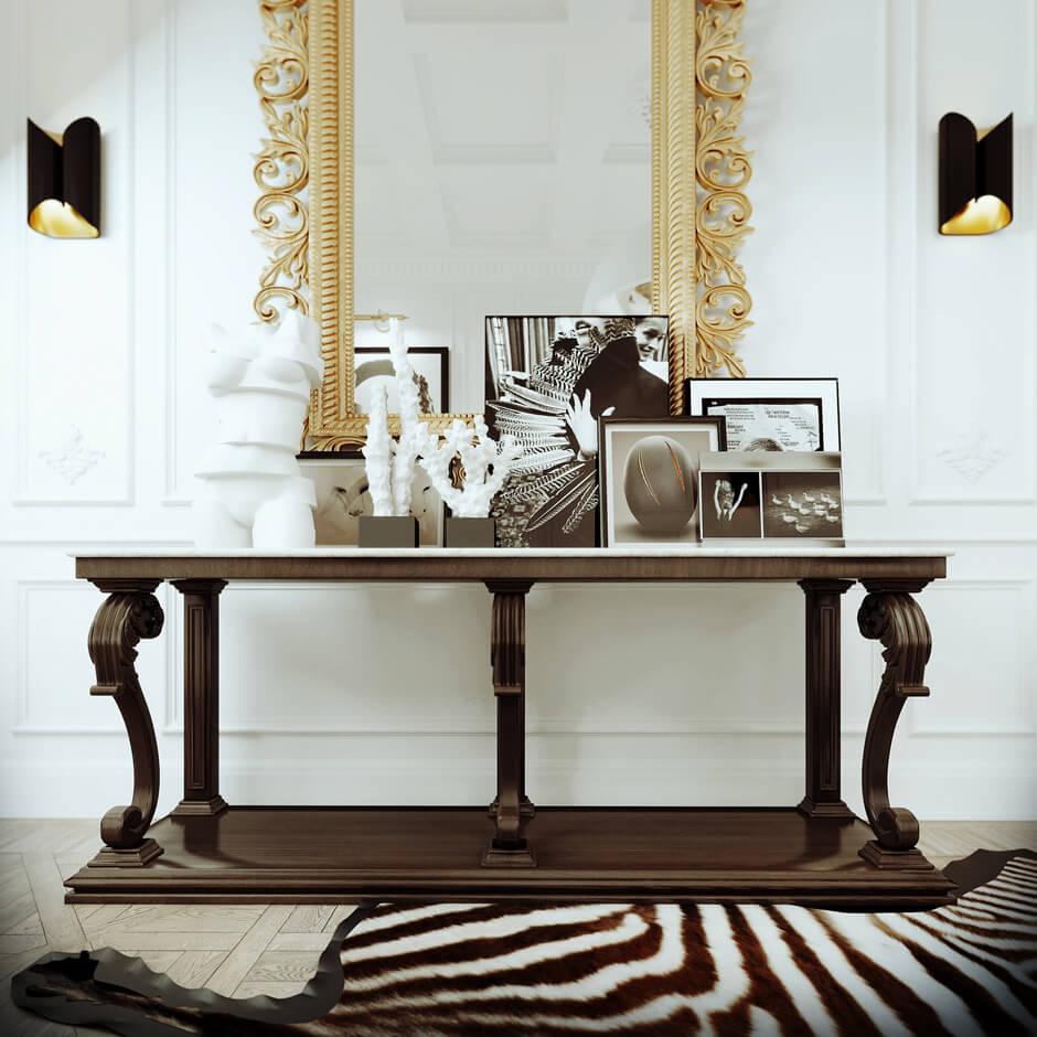 Une décoration baroque et moderne, avec une certaine extravagance, entre le tapis zébré et le miroir doré. Retrouvez plus d'image de cet intérieur bourgeois dans l'article.