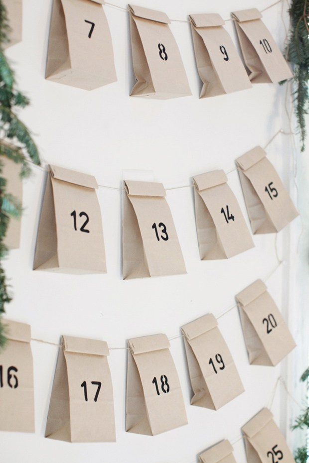 Comment fabriquer un calendrier de l'avent avec des pochettes en papier kraft