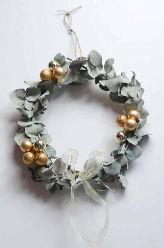 Changez du sapin, fabriquez vous-même une couronne de Noel en eucalyptus