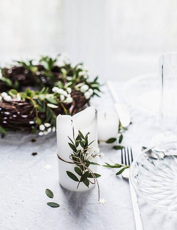 Découvrez plein d'idées et de autos faciles pour la décoration d'une table de Noël avec des bougies