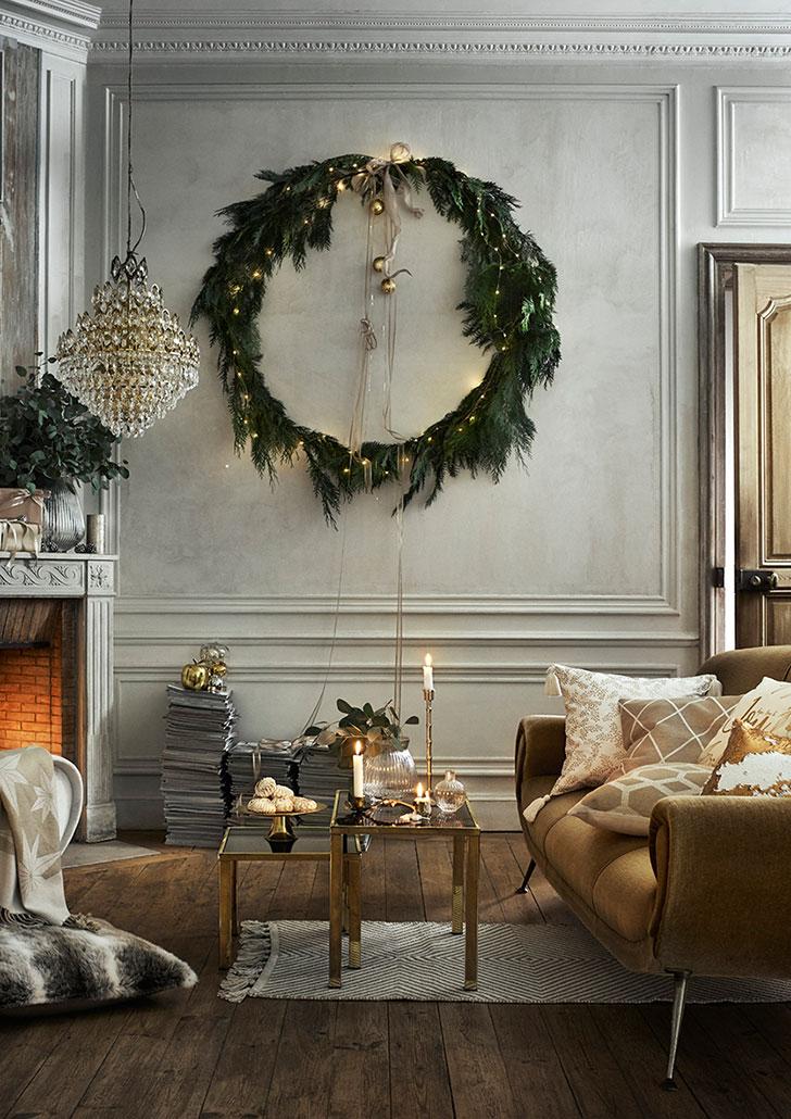 Décorez votre intérieur d'une grande couronne de Noel, au format XXL, parfaite pour accrocher aux murs