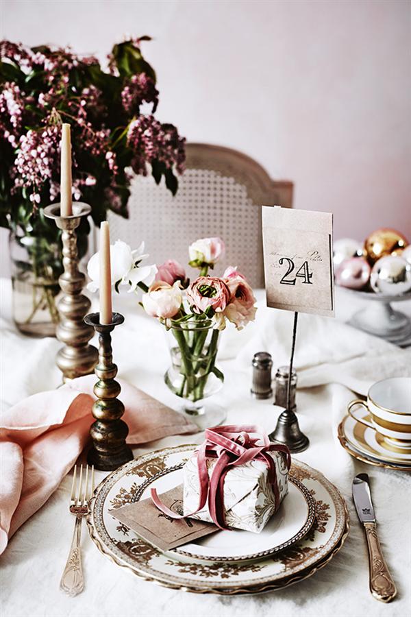 Idée déco pour une table de fête rose pastel et rose poudré