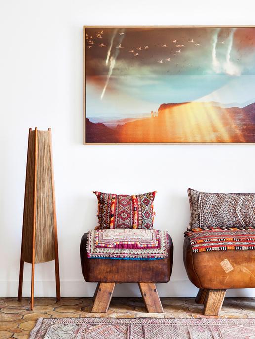 Une ambiance bohème dans le salon, avec un tapis kilim