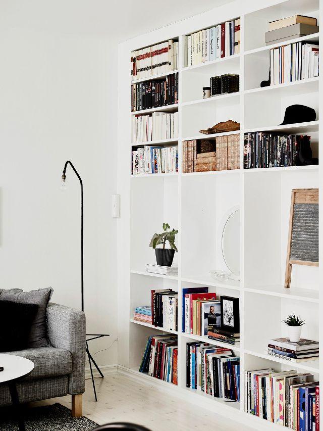 Idée déco pour une bibliothèque blanche dans le salon