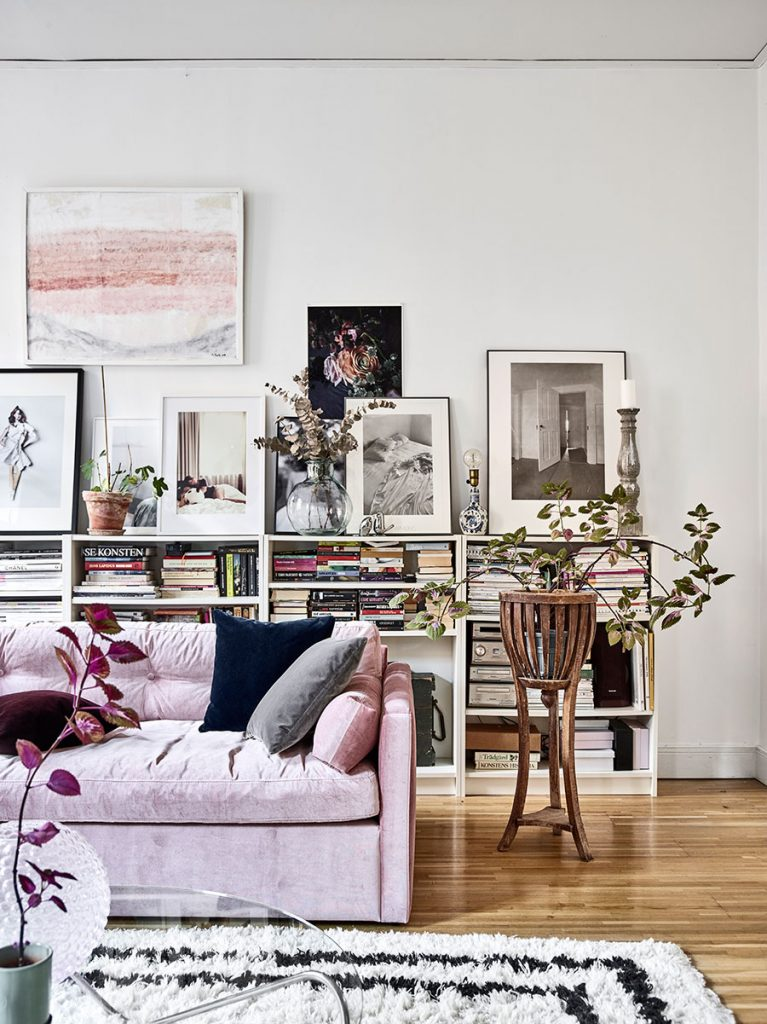 Une bibliothèque basse dans son salon