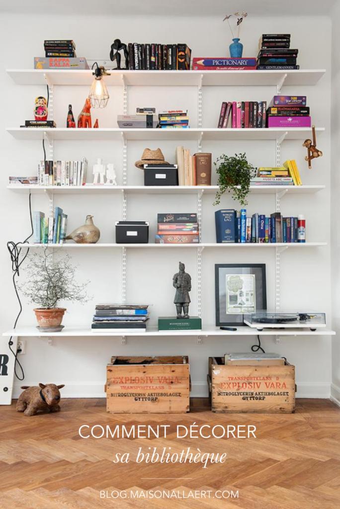 Découvrez comment habiller sa bibliothèque, quels objets déco choisir et comment les mettre en valeur