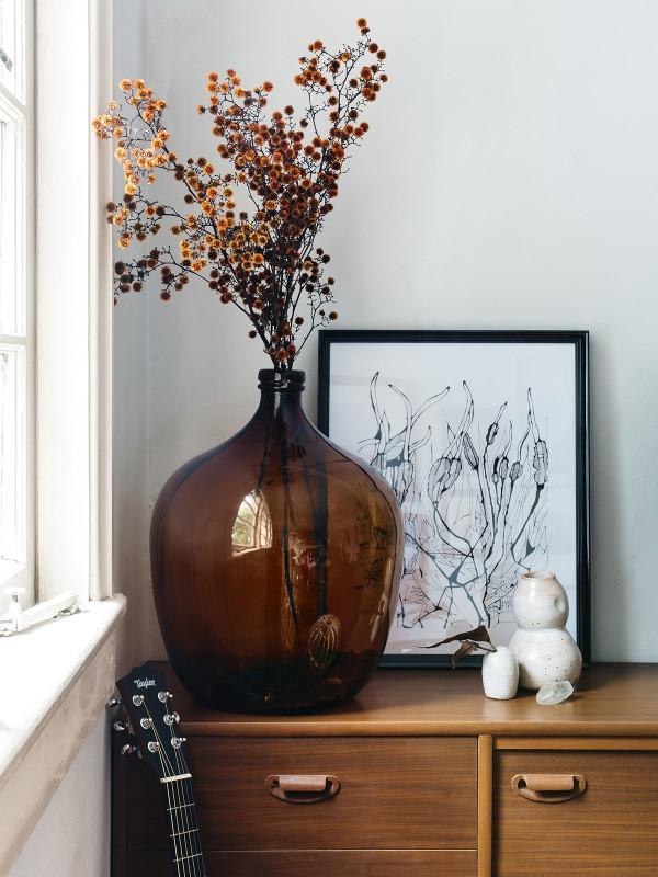 Utiliser une dame-jeanne comme vase pour ses fleurs séchées